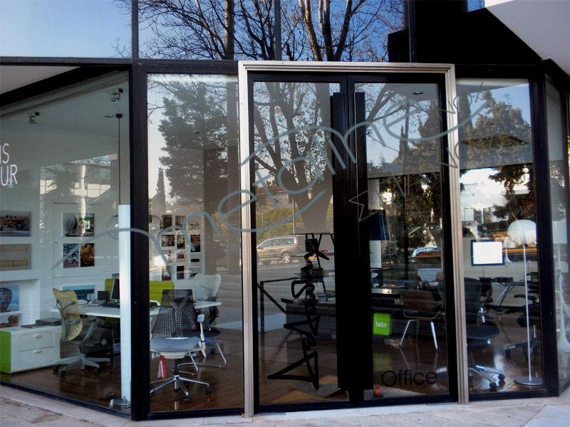 Μικτή μεταλλική πόρτα με inox & μεταλλικά κουφώματα