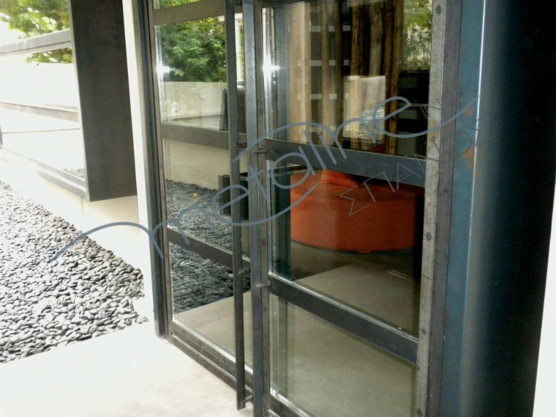 Πόρτα σιδήρου με κρύσταλλο